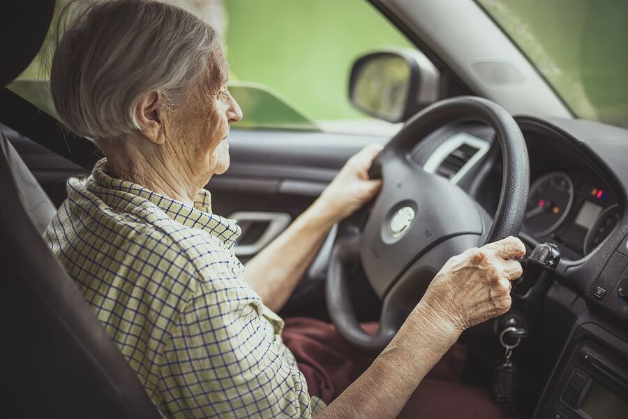 Home Care Services Peachtree Corners GA - Four Problems to Watch for In Your Senior's Driving